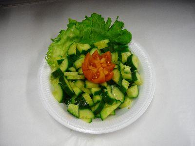 Gurkensalat mit Zwiebeln