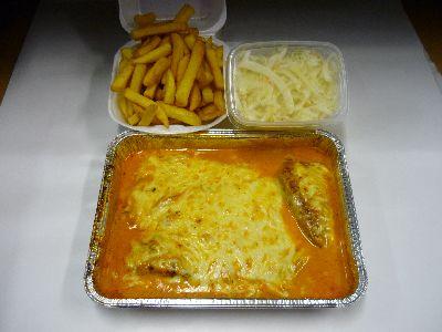 Schnitzel, überbacken, mit Pommes und Krautsalat