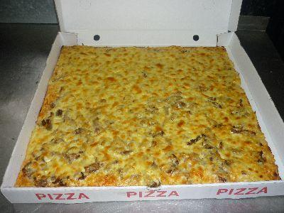 Pizza Blech  mit Käse, Tomatensauce und 2 Zutaten nach Wahl