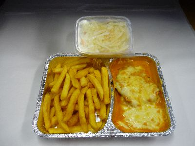 Kleines Filet, überbacken (3 Stück), mit Pommes und Salat